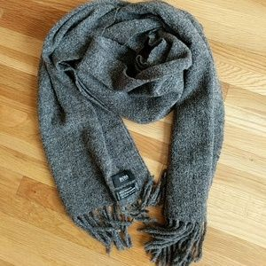 Hugo Boss wool scarf - excellent condition